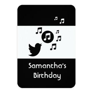 Cumpleaños blanco y negro del pájaro cantante invitación 8,9 x 12,7 cm