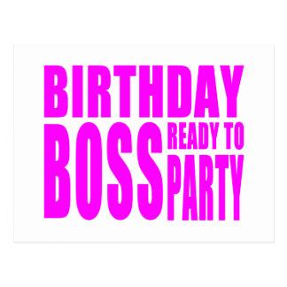 Cumpleaños Boss listo para ir de fiesta en rosa Postal