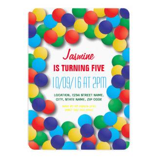 Cumpleaños coloreado teatro del hoyo de las bolas invitación 12,7 x 17,8 cm