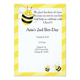 Cumpleaños de la abeja invitación 12,7 x 17,8 cm