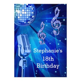 Cumpleaños de la bola de discoteca azul y del invitacion personal