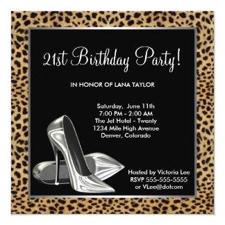 Cumpleaños de la mujer de los tacones altos del invitación 13,3 cm x 13,3cm