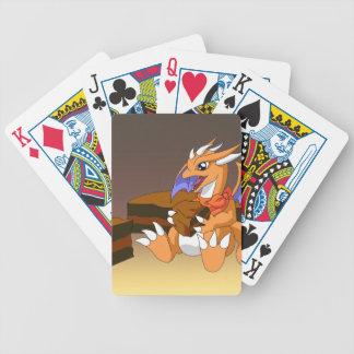 Cumpleaños del dragón con los naipes de la torta d cartas de juego