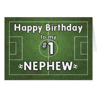 Cumpleaños del fútbol del sobrino con el campo y tarjeta de felicitación