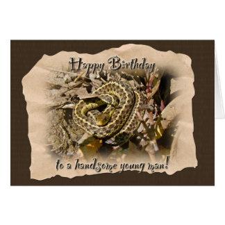 Cumpleaños del hombre joven - serpiente de liga de tarjeta de felicitación