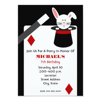 Cumpleaños del mago - conejo en gorra y naipe invitación 12,7 x 17,8 cm