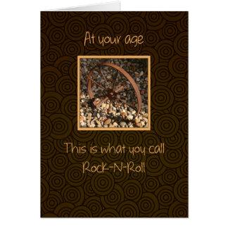 Cumpleaños del rollo de la roca n feliz todos tarjeta de felicitación