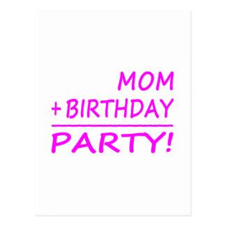 Cumpleaños divertidos de las mamáes: Mamá + Cumple Tarjeta Postal