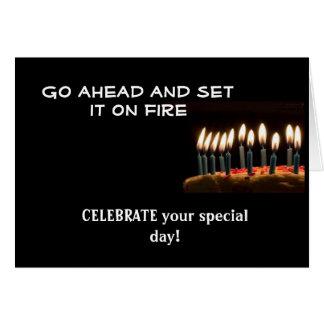 ¡Cumpleaños en el fuego!  Tarjeta de cumpleaños