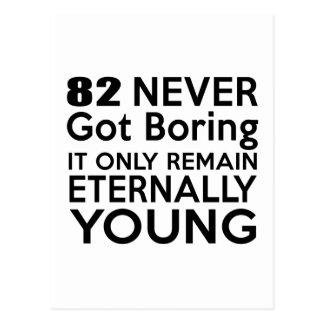 Cumpleaños eternamente joven 82 postal