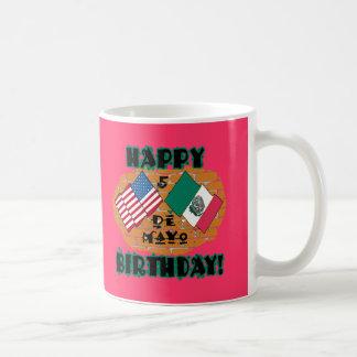 Cumpleaños feliz de Cinco de Mayo Taza