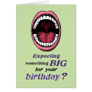 Cumpleaños gay algo grande tarjeta de felicitación