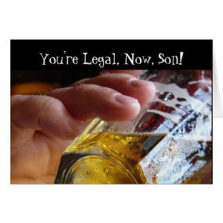 Cumpleaños, hijo, legal, 21. Cerveza en vidrio Tarjeta De Felicitación