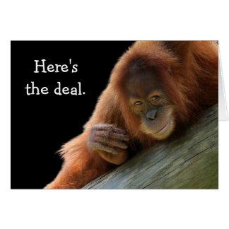 Cumpleaños joven lindo del orangután tarjeta de felicitación