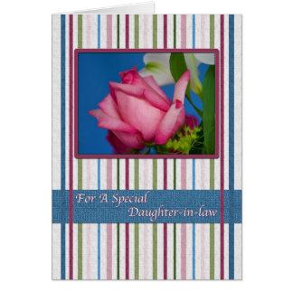Cumpleaños, nuera, rosa rojo, rayas tarjeta de felicitación