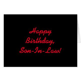 Cumpleaños para un yerno, letras rojas en negro tarjeta