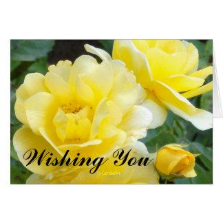 Cumpleaños poner crema de los rosas de la tarjeta de felicitación