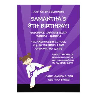 Cumpleaños púrpura de la correa del karate del invitación 12,7 x 17,8 cm