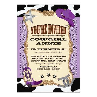 Cumpleaños púrpura de la vaquera, invitación 5x7