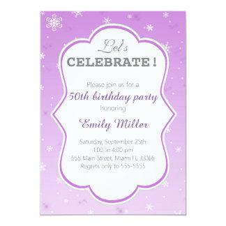 Cumpleaños púrpura del adulto de la invitación del