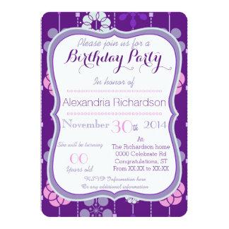Cumpleaños púrpura geométrico retro del estampado invitación 12,7 x 17,8 cm