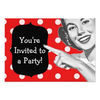 Cumpleaños retro de la mujer punteaguda invitaciones personalizada