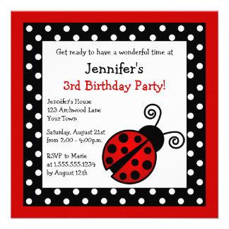 Cumpleaños rojo de la mariquita - lunares blancos invitación