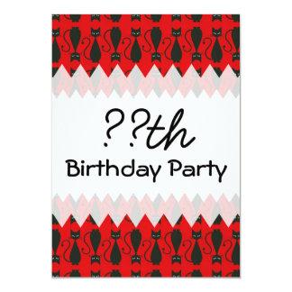 Cumpleaños rojo y negro del gato del gótico invitación 12,7 x 17,8 cm