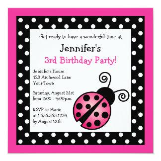 Cumpleaños rosado de la mariquita - lunares invitación 13,3 cm x 13,3cm