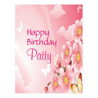 Cumpleaños rosado de las flores y de las mariposas postal