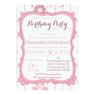 Cumpleaños rosado geométrico retro del estampado invitación 12,7 x 17,8 cm
