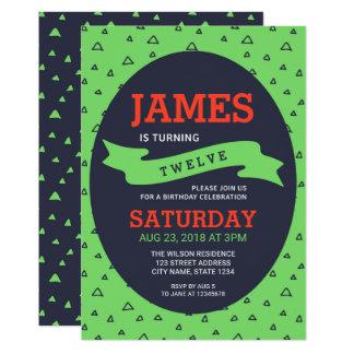 Cumpleaños verde y azul del triángulo moderno invitación 12,7 x 17,8 cm