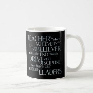 Cumplidores de la forma de los profesores taza de café