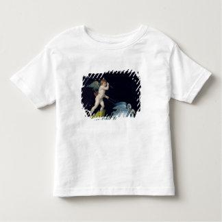 Cupid que es llevado por un par de los cisnes camiseta de bebé