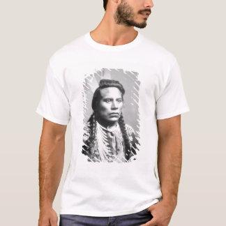 Curley, de la tribu del cuervo, uno de los camiseta