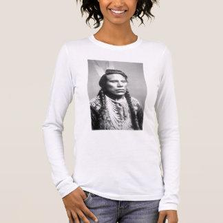 Curley, de la tribu del cuervo, uno de los camiseta de manga larga