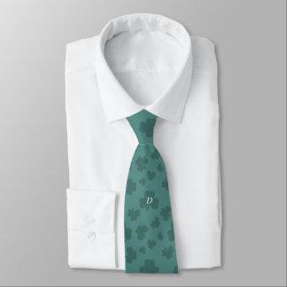 D para la corbata verde afortunada del trébol del