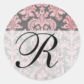 damasco del rosa del vintage del inricate en gris pegatina redonda