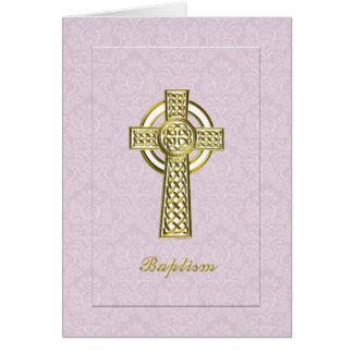 Damasco rosado del bautismo con la cruz del oro tarjeta de felicitación