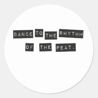 Danza al ritmo de la turba pegatina redonda