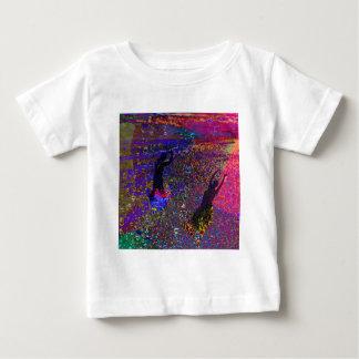 Danza, bebidas del fiesta en colores completos camiseta de bebé