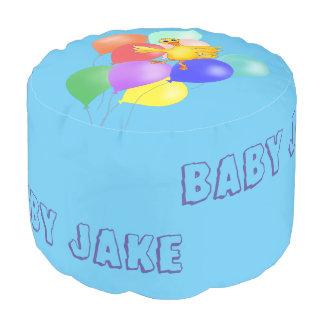 Danza Ducky del globo por los Happy Juul Company Puf