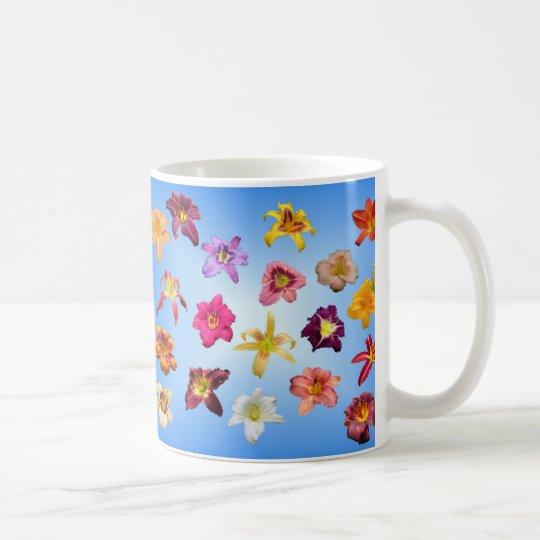 Daylilies en azul taza de café