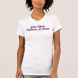 Dé a estos huérfanos un hogar camisetas