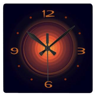 De color marrón oscuro con los relojes de