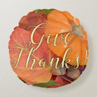 Dé la acción de gracias del otoño de la tipografía cojín redondo