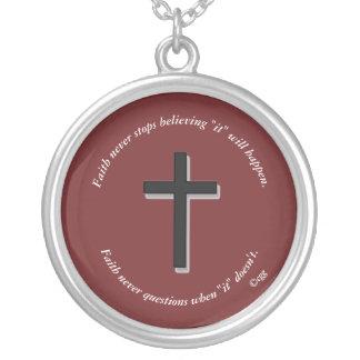 De la fe cruz del sólido del collar w/Black nunca