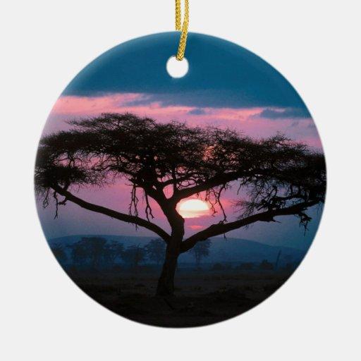 De la puesta del sol africano al este ornamento de navidad