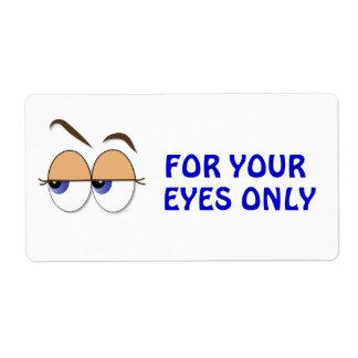 De los ojos vistazo sospechoso de lado etiqueta de envío