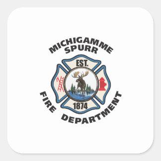 De Michigamme Spurr del cuerpo de bomberos del log Calcomanía Cuadradase